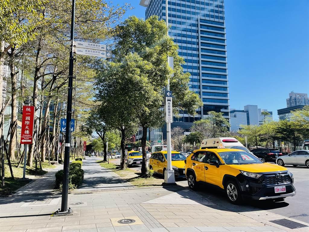 春節將至!北北基計程車加成2/7起實施 民眾搭乘每趟多20元。(吳康瑋攝)