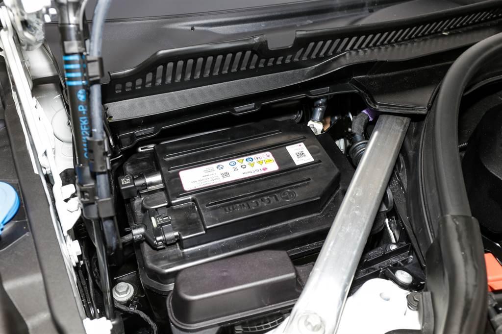 48V電力系統除了提供急加速時的額外動力,在日常駕駛情況下可讓Start&Stop自動啟停系統提早作動,平順度與速度也有所改善。
