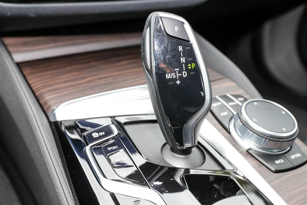 變速系統搭配ZF八速手自排,在BMW車系中運用廣泛,風評極佳。