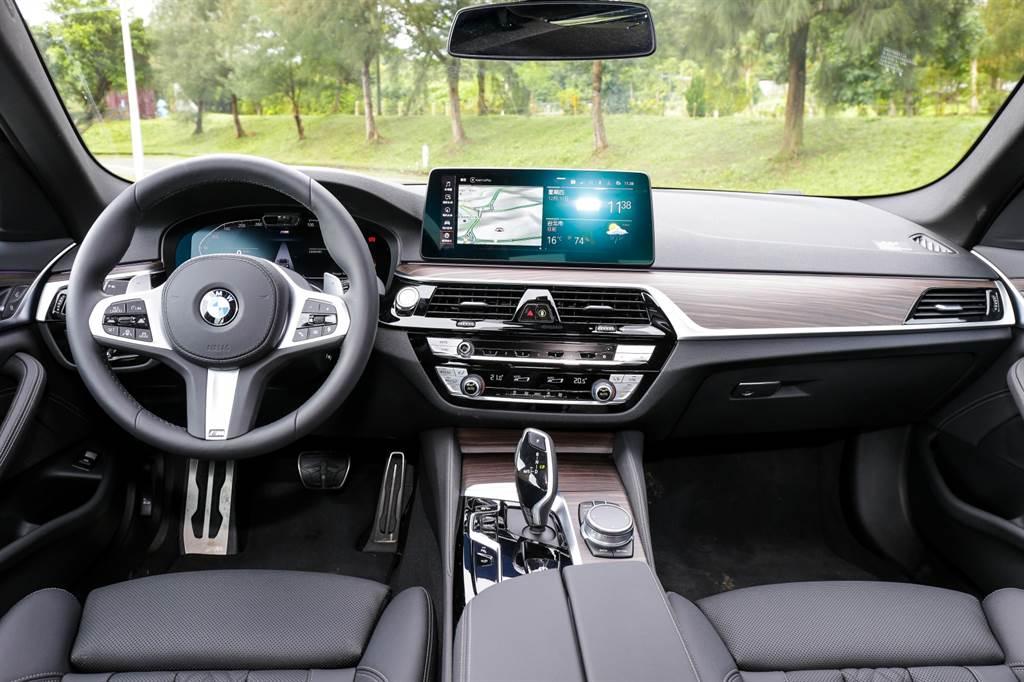 由於僅是小改款車型,內裝並無改變,主要在於軟體方面新增功能。