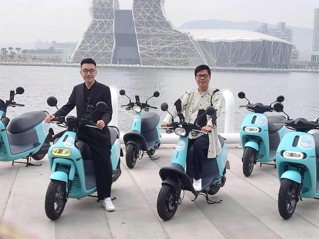 左為GoShare 新事業總監姜家煒,右為高雄市長陳其邁。(黃琮淵攝)