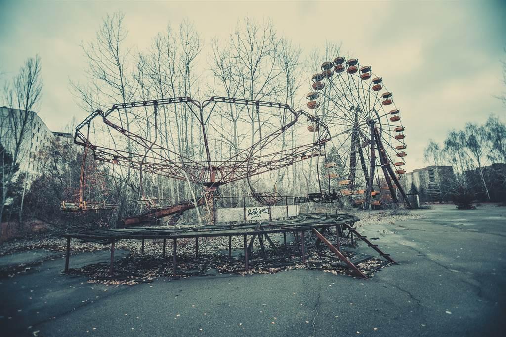 一名日本網友日前到一座廢棄36年的遊樂園探險,竟看到摩天輪自行轉動的恐怖畫面。(示意圖/達志影像)