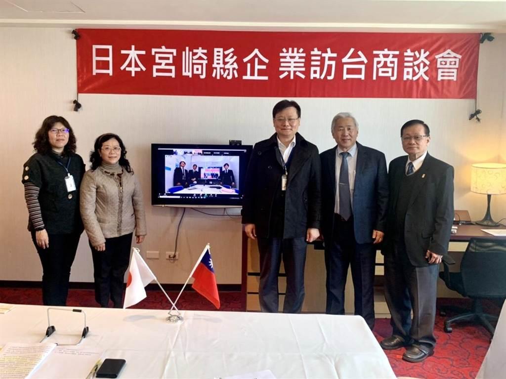台中市举办视讯商谈会,透过视讯与日本宫崎建立合作契机。(台中市政府提供/陈世宗台中传真)