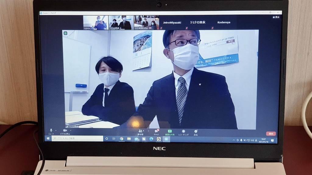 受到新冠肺炎疫情影响,日本厂商首度以「视讯」远端商谈。(台中市政府提供/陈世宗台中传真)