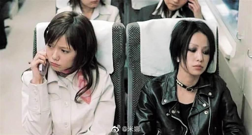 近期大陆微博疯传人气少女漫画《NANA》预计开拍成大陆电视剧,先期日本已拍过真人版,由宫崎葵和中岛美嘉饰演。(图/ 摘自微博)