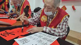 打過松滬會戰 101歲人瑞阿公揮毫盼助華山募款