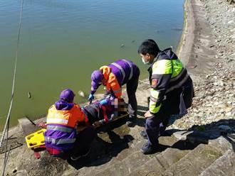 8旬婦洗腳踏墊滑落池塘 獲救後無大礙