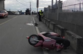 拖板車撞機車 老婦右腳遭輾過截肢