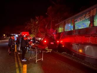 轎車越線直撞客運班車 肇事駕駛夾死 乘客驚魂2人傷