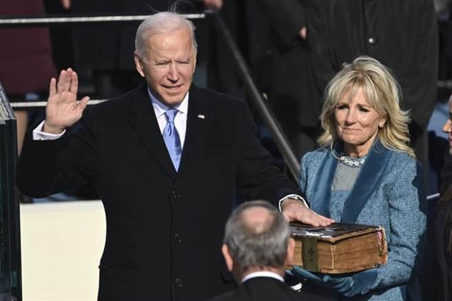 拜登宣誓後隨即發表演說。(圖/美聯社)