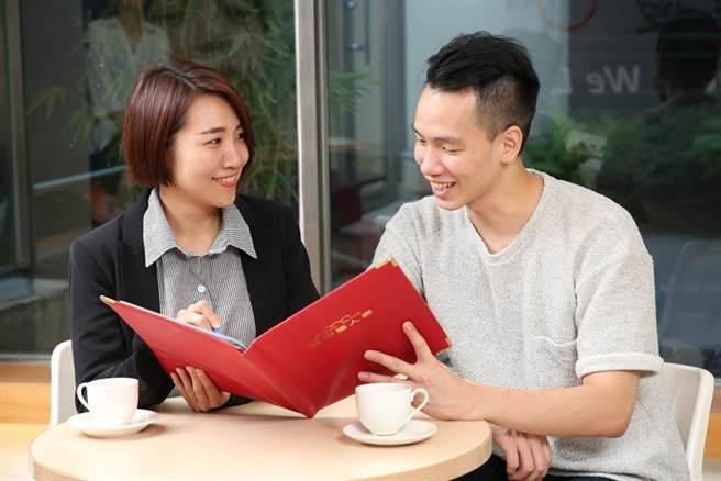 中國人壽推出年輕小資族高CP值保單,可還本又有意外險保障。圖/業者提供