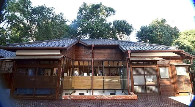 開在台北市齊東街的〈Matcha One 齊東〉,為一百年日式建築,為該該處古蹟建築聚落中唯一的餐飲單位。(圖/姚舜)