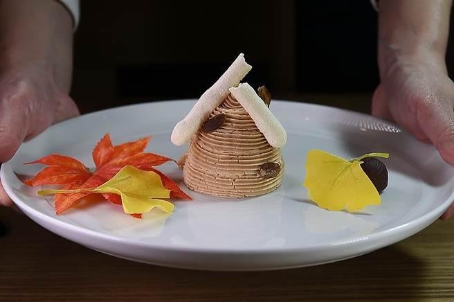 〈Matcha One 齊東〉的板前甜點〈京都蒙布朗塔〉,外層用的是法國栗子泥並搭配了蛋白霜捲。(圖/姚舜)