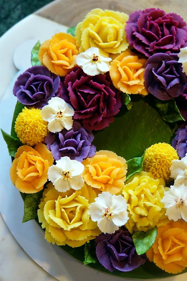 台北〈Matcha One 齊東〉板前抹茶甜點店,也可以買到賞心悅目的〈花藝蛋糕〉。(圖/姚舜)