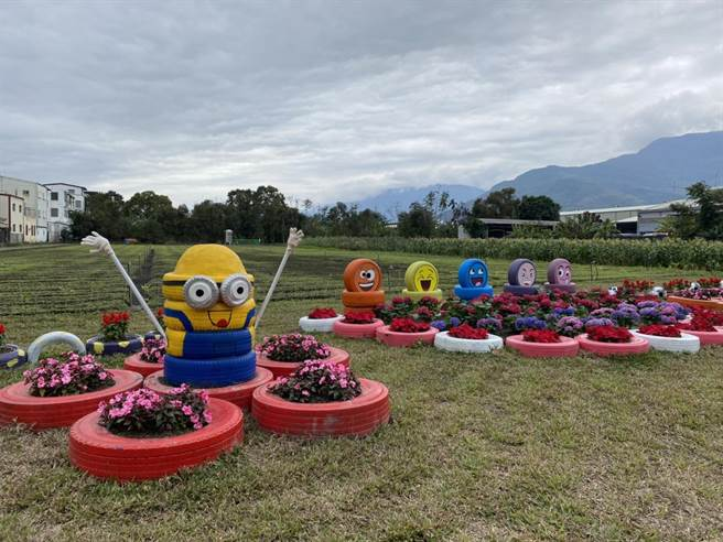 「北昌快樂農園」的綠美化區域利用320個廢棄輪胎創作受小朋友歡迎的卡通人物與「毛毛蟲花台」,吸引許多民眾駐足拍照。(羅亦晽攝)