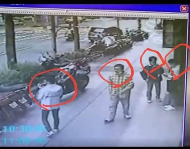 警方根據監視器畫面掌握嫌犯身分。(翻攝)