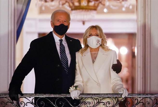 拜登與妻子、第一夫人吉兒(Jill)合影。(路透)