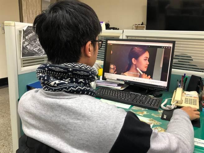 弘光科大老師拍片教民眾生活小常識,在家看影片輕鬆做造型。(王文吉攝)