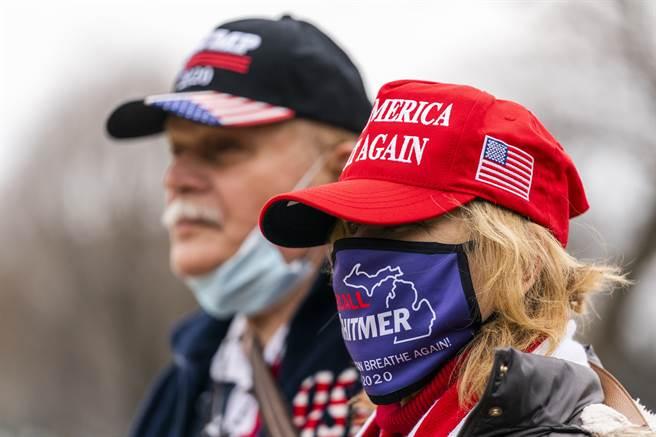 國會山暴動前夕聚集的川普支持者。該次事件可能使過半美國人認為美式生活最大威脅來自國內,而非外國勢力。(示意圖/美聯社資料照片)