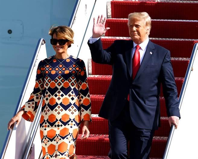 梅蘭妮亞卸下美國第一夫人身份,20日飛抵佛州時,她步出空軍一號後馬上嶄露笑容,顯然相當開心揮別白宮、展開新生活。(圖/TPG、達志影像)