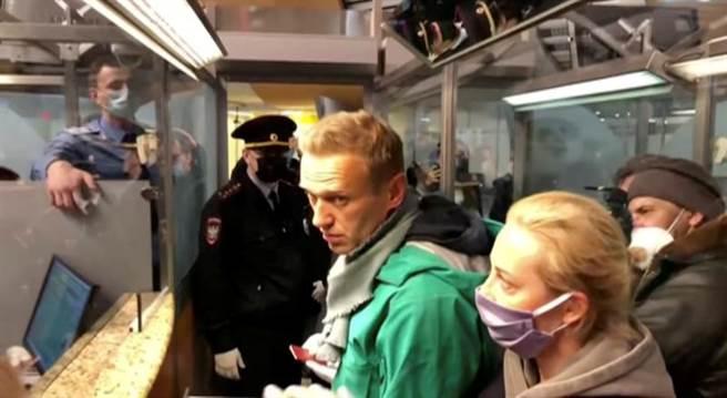 俄國反對派人物納瓦尼,下飛機就被莫斯科警方逮捕。(圖/路透社)