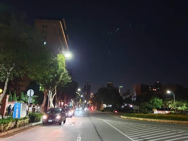 林口區增設125盞路燈,裝置後區段亮度有明顯改善。(林口區公所提供/李俊淇新北傳真)