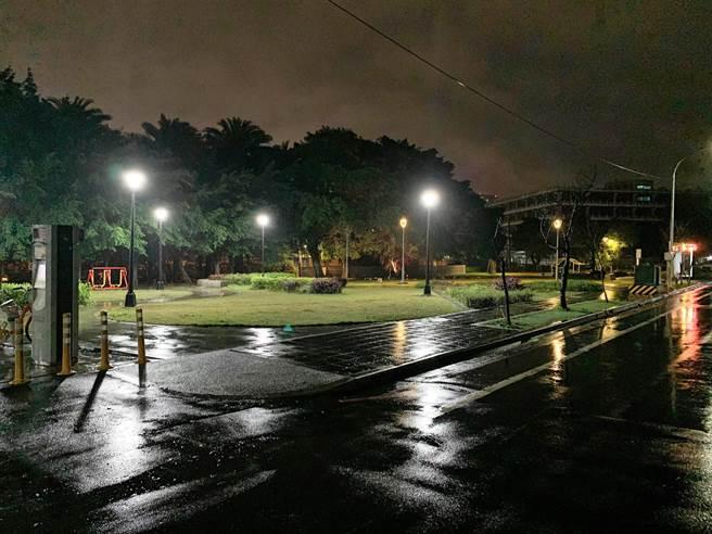 部份公園內也新設燈具,加強園區內照明。(林口區公所提供/李俊淇新北報導)