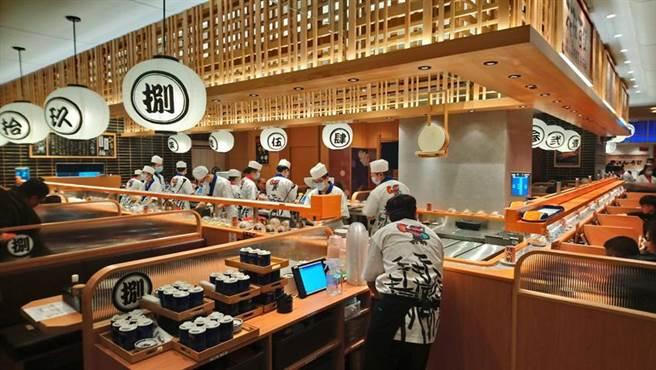 日本前六大迴转寿司-合点寿司,进驻台中大远百B2展新店。(图/曾丽芳)