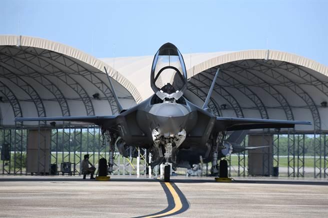 川普趕在拜登就職前幾小時內,搶簽F-35軍售案。圖為佛州埃格林空軍基地F-35。(圖/DVIDS)