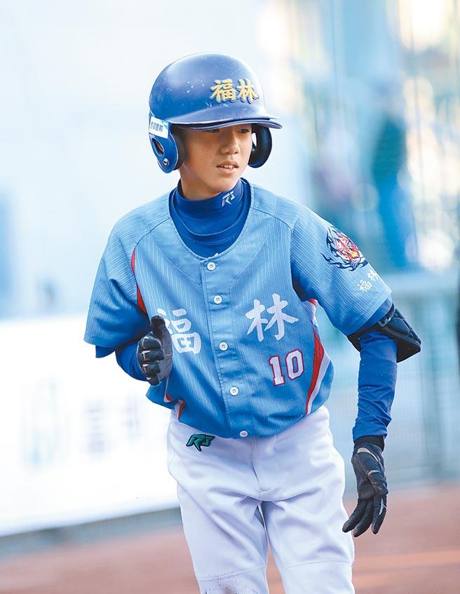 福林國小隊長陳慕天除了球技好,考試也都考第一名。(中華棒協提供)