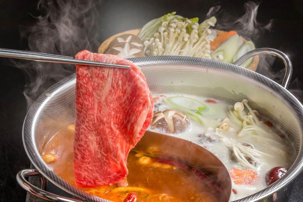 屁孩吃完火鍋,竟用乾鍋炒牛肉,讓鍋底燒焦害慘店員。(示意圖/Shutterstock)