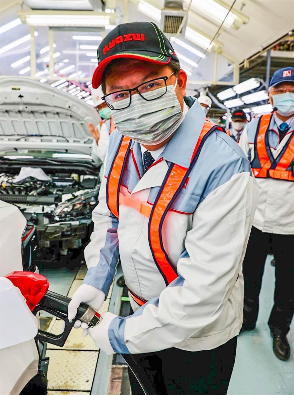 桃園市長鄭文燦為組裝完成車輛加油,象徵為國瑞加油。