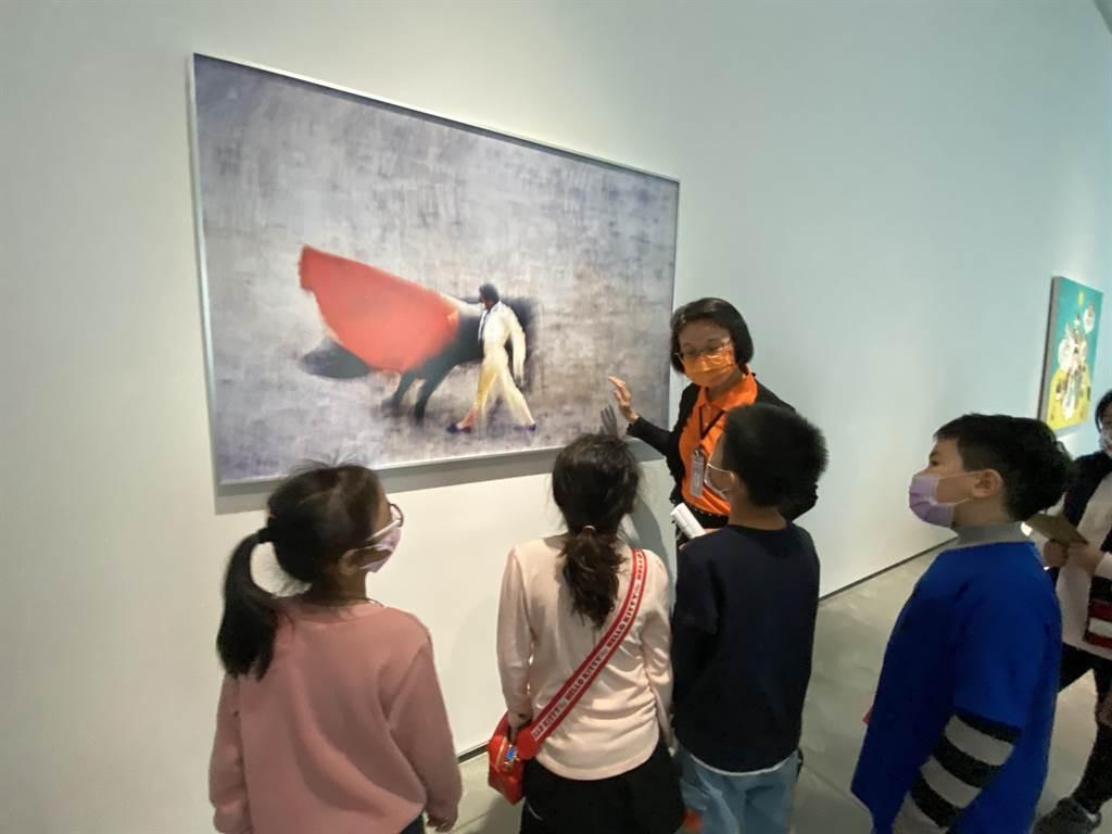 台南市美術館即日起推出「勁牛喜迎春」特展。(曹婷婷攝)