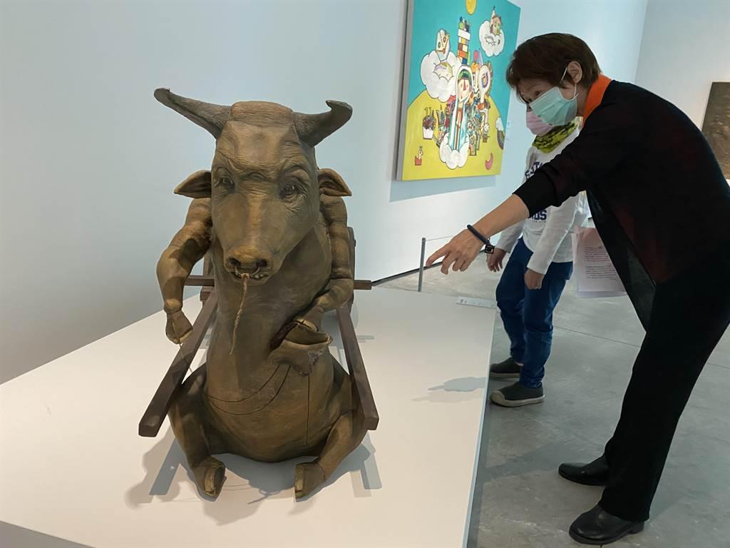 「勁牛喜迎春」特展窺見東西方文化對於牛的藝術呈現手法截然不同。(曹婷婷攝)