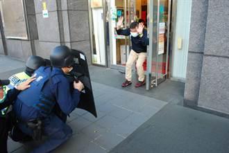 文山二警方舉辦防搶演練  望民眾安心過好年