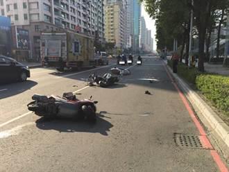 摩托車騎士掉手機欲撿  後方機車追撞倒地不治