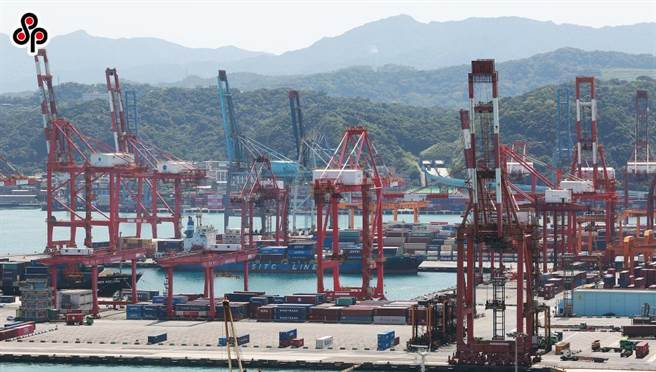 新冠肺炎疫情衝擊全球,連帶造成海運業貨櫃大缺,推升運價直線飆升。(本報資料照)