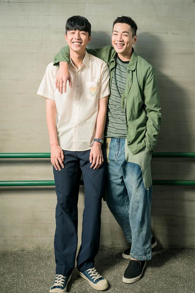 影集《我家浴室的二三事》蔡凡熙(左)和禾浩辰诠释兄弟情。(羚邦集团提供)