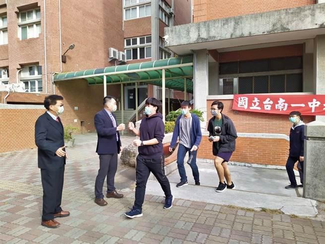 台南一中学生考场,考生上场考试。(台南一中提供/曹婷婷台南传真)