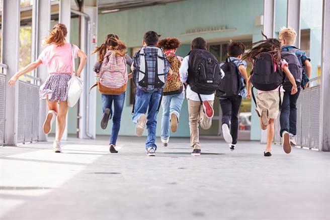 北市教育局強烈建議各校延後或取消寒假期間畢業旅行。(示意圖/達志影像)