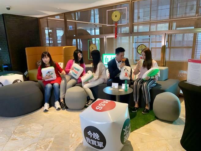 高雄英迪格歡慶4週年慶,推出「大四喜」促銷,充滿年味。(柯宗緯攝)