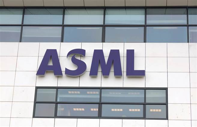 全球獨家供應EUV機台的ASML,成為各大半導體廠商研發先進製程的關鍵。(圖/達志影像/shutterstock)