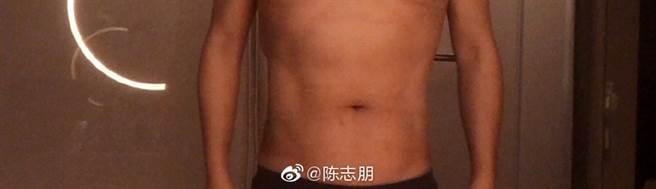 陳志朋一個月甩肉10公斤,體態令網友超驚訝。(圖/ 摘自陳志朋微博)