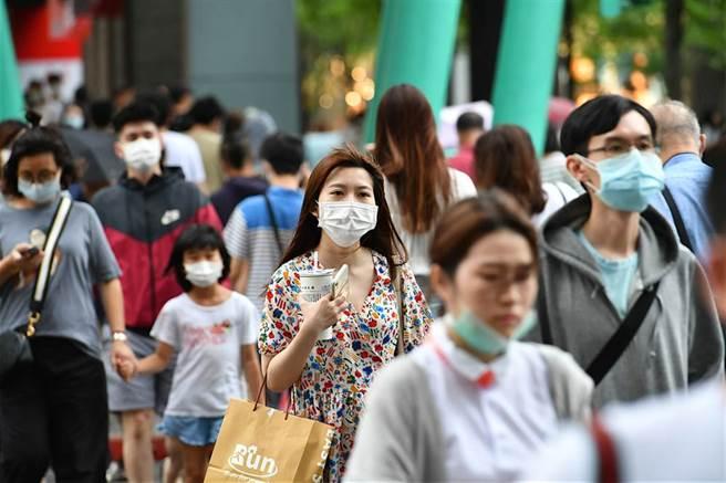 台灣產險宣布,為兼顧服務品質、保障所有保戶之權益及本公司風險胃納量,將於下周一下午5點停售防疫保單。(圖/達志影像)