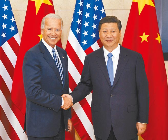 美國總統拜登上台,大陸外交部盼「善良天使戰勝邪惡力量」。圖為2011年8月時任大陸國家副主席習近平與時任美國副總統拜登在北京會面。(新華社)