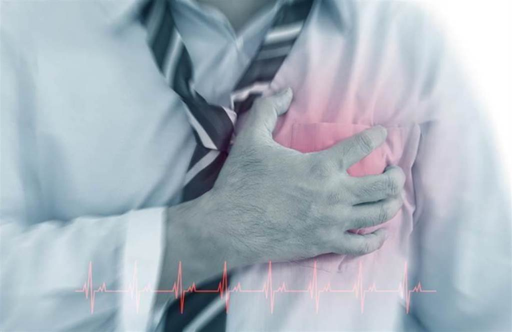 氣溫是誘發心肌梗塞的關鍵因子之一,尤其菸槍、肥胖者,風險最高。(示意圖/Shutterstock)