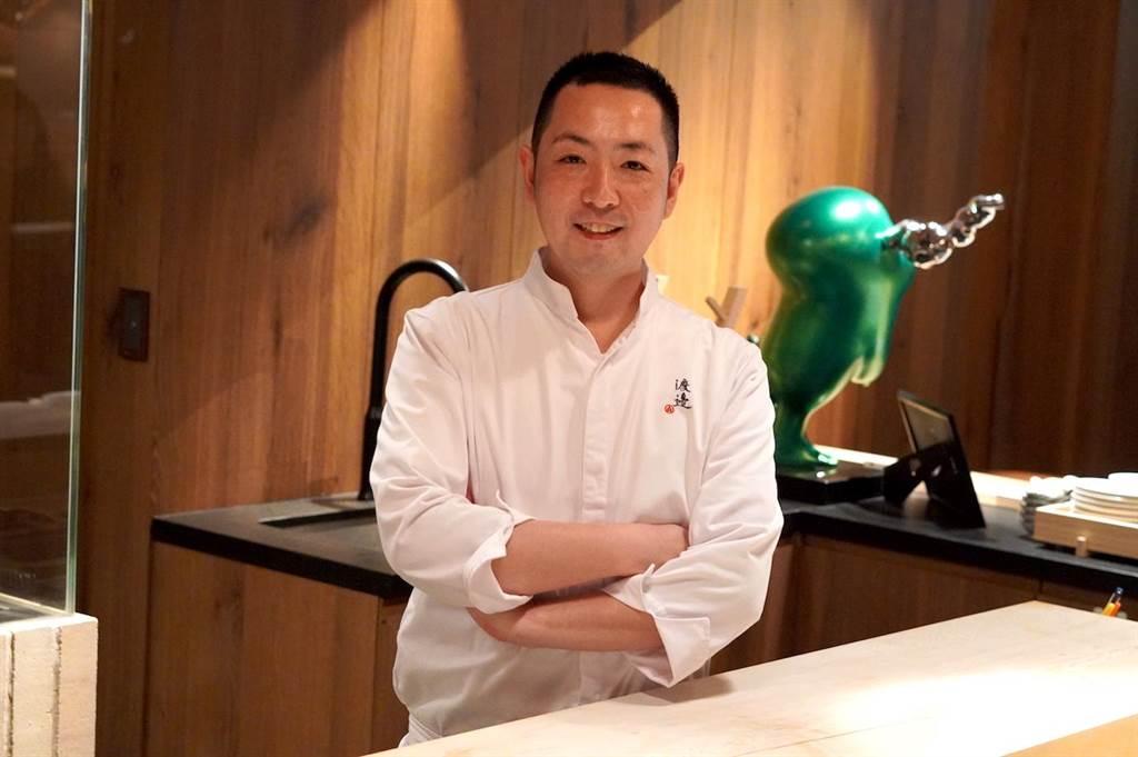 渡邊信介目前目標盼為餐廳摘下米其林星星。(何書青攝)