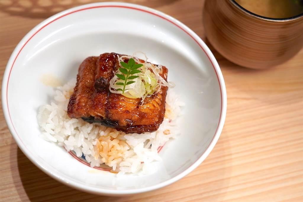 渡邉信介以往的人氣招牌鰻魚飯,在「渡邉」也可品嘗到。(何書青攝)