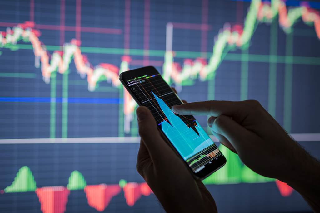 專家提醒,00881溢價飆3%,投資人應留意追價風險。(示意圖/達志影像/shutterstock)