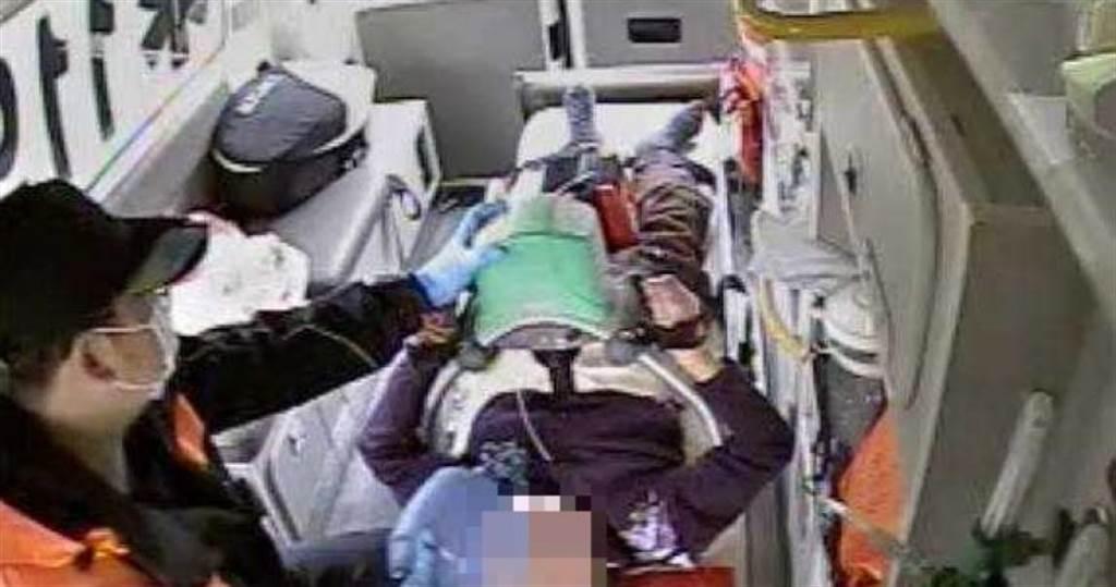103歲人瑞突昏迷,消防隊不放棄在救護車上急救成功,讓她得以續命。(圖/翻攝畫面)